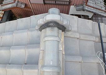 鬼瓦の周りも漆喰を詰め固定します