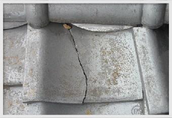 瓦の破損による雨水の侵入