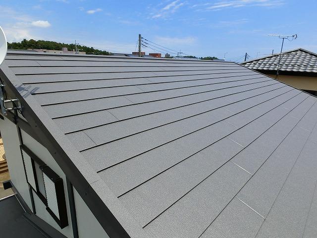 セキスイかわらUからスーパーガルテクトに屋根葺き替え工事が完了しました