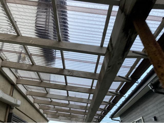 クリアーのポリカ波板で張り替えたテラス屋根
