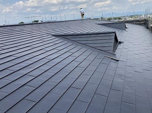 ガルバリウムでのカバー工法が完了した結城市のマンション屋根