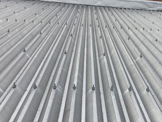 アパートに設置された折板屋根