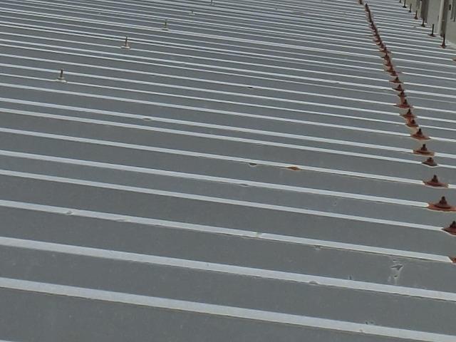メンテナンス時期にきている工場の折板屋根