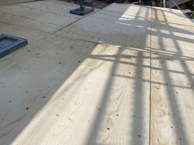 那珂市のカバー工事は、野地板から増し張り