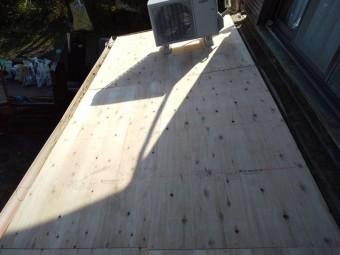 下地に9ミリの構造用合板を増張り