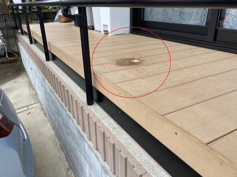 テラス屋根の床材に雨漏り垂れ