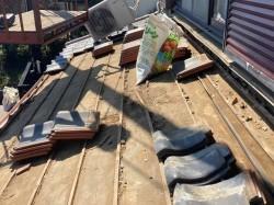 葺き直し工事を行う前の、ひたちなか市の屋根下地