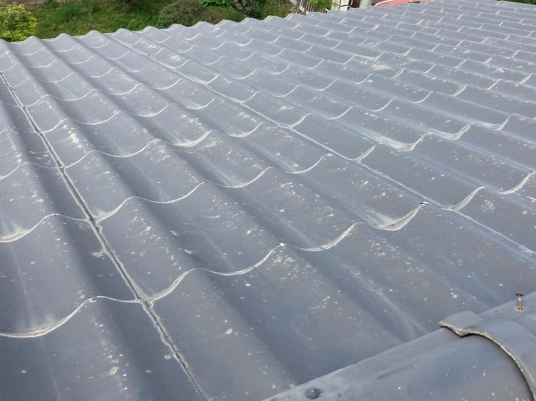 葺き替え工事前の水戸市の屋根