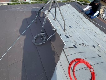 MS220でカバー工法中の水戸市の屋根