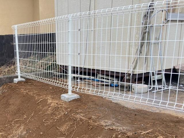 土台の再形成を行い外構工事が完了したフェンス