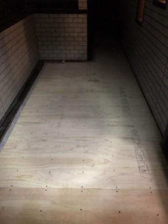 奥行き部分まで床下地施工完了