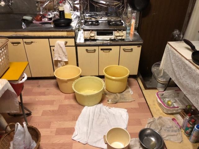お客様が撮影された台風15号当日の台所雨漏り画像