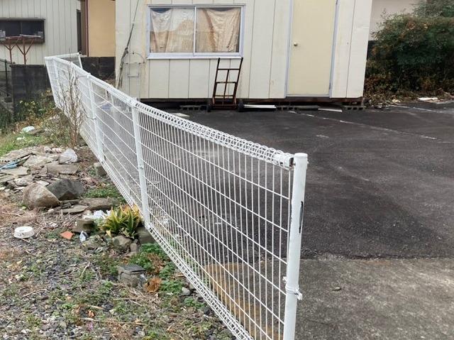 施工前の歪んだ外溝フェンス