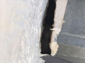 棟と外壁の緩衝部に隙間