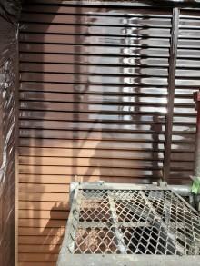 雨戸に塗装した部分と塗装していない部分を比較
