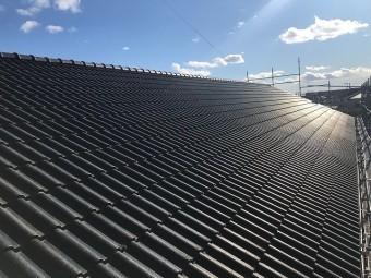 水戸市の葺き直し屋根工事が完了した屋根全景