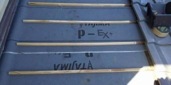既存の瓦桟と新規の瓦桟を繋ぐ