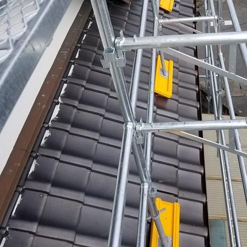 2階建て以上の雨樋交換は足場が必須