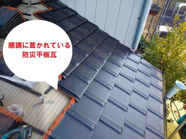 屋根の葺き替えは順調に行なわれています