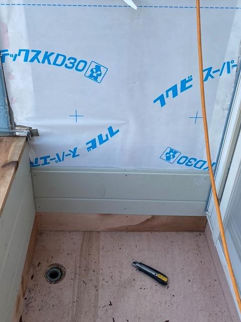 腰壁にフクビの透湿シートを施工