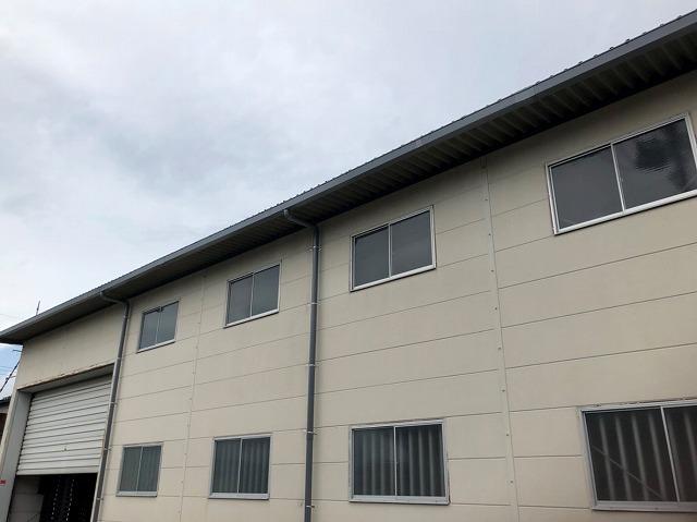大型雨どいの交換が完了した桜川市の大型建物