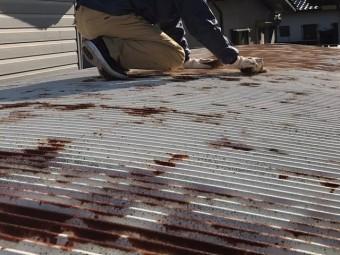 塗装前の日立市の車庫屋根