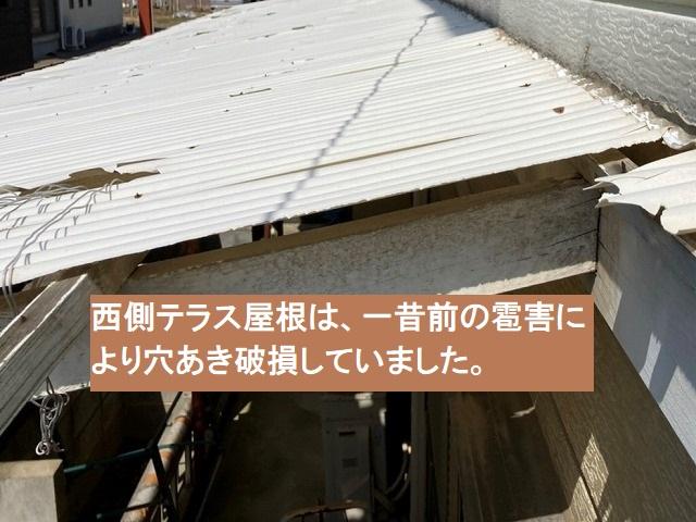 西側のテラス波板は、雹害によって穴あき破損していました