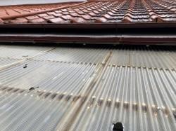 老朽したテラス屋根経年劣化