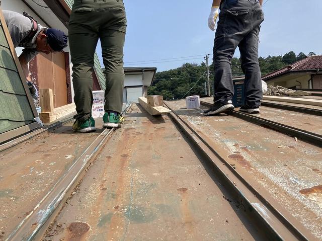 老朽化した瓦棒屋根