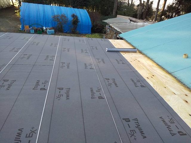 屋根下地がほぼ完成した、鉾田市の作業小屋屋根