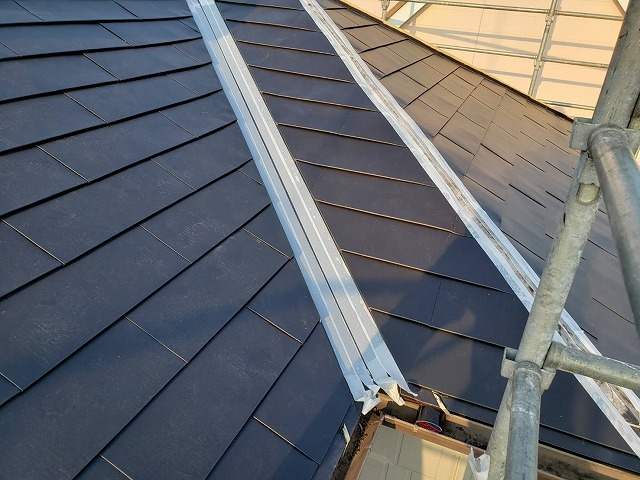 定尺金属横葺きを施している結城市の屋根