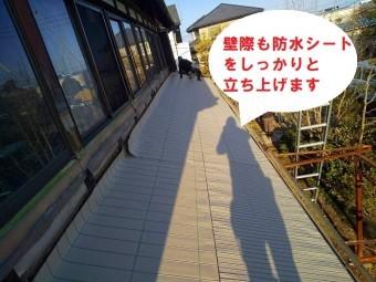 雨漏り屋根葺き替え壁際の防水シートの処理