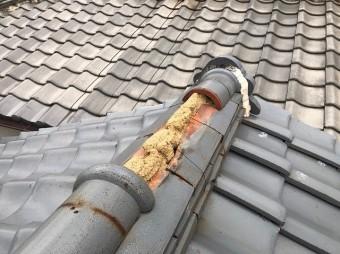 土葺き屋根で施工された瓦屋根の棟