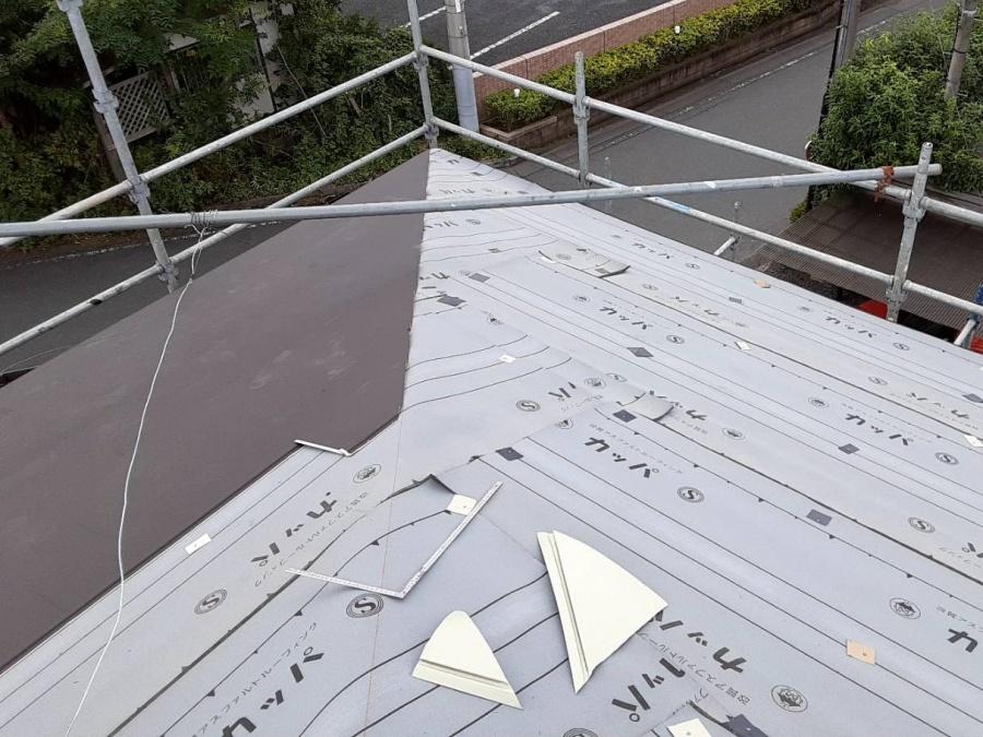 軒先から貼られているGMルーフの画像
