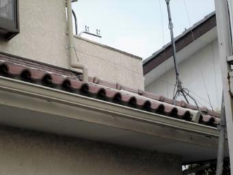 雨樋補修・交換工事で軒樋取り付け完了