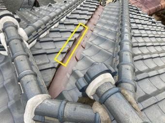 二本の降り棟の間に谷樋がある複雑な屋根形状
