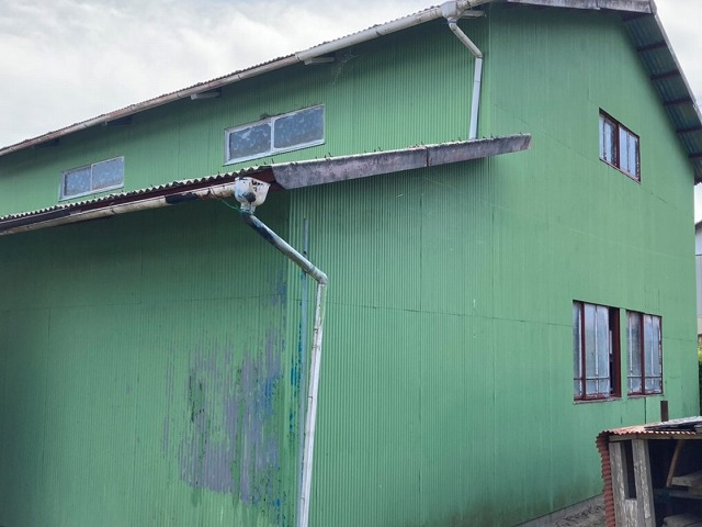 稲敷市で緑の外壁トタンが貼られている現場