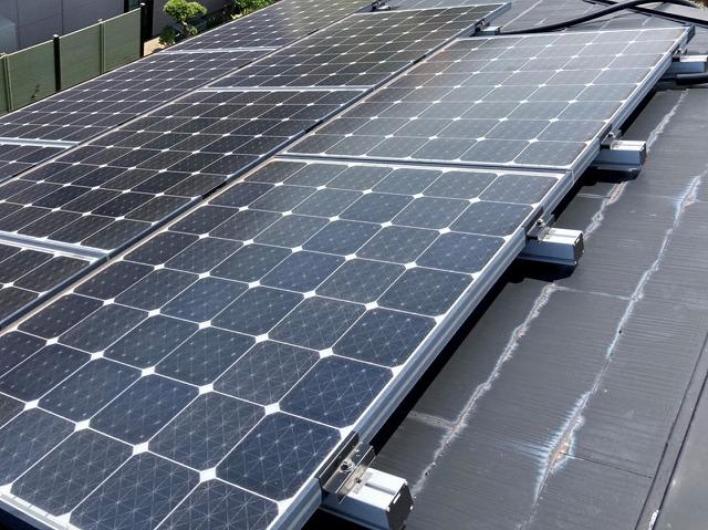 太陽光パネルを設置してあるカラーベスト