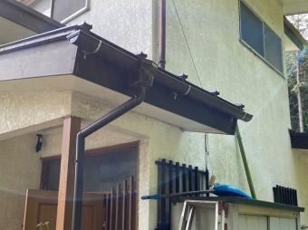 玄関先の雨樋交換が完了した水戸市の現場雨樋