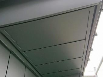 ガルバリウム鋼板軒天