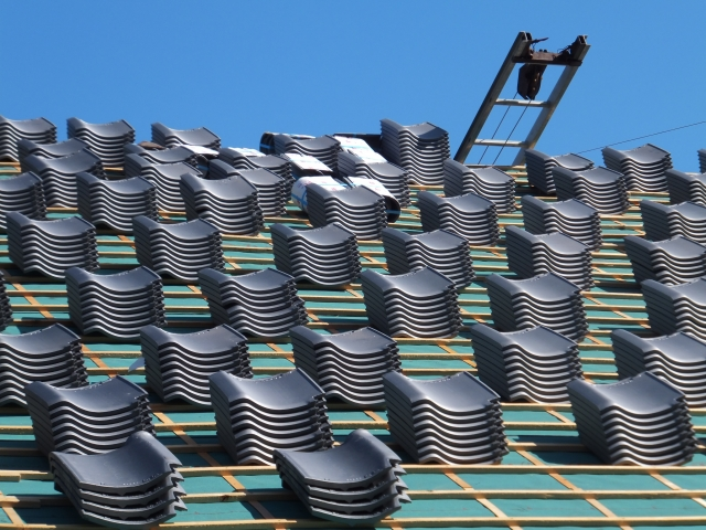 これから屋根の和瓦を葺くところ