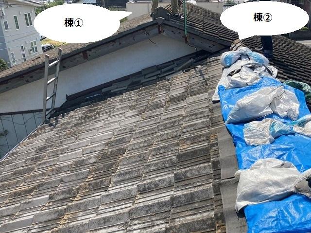 茨城町の棟違い屋根形状の一方の屋根にブルーシート