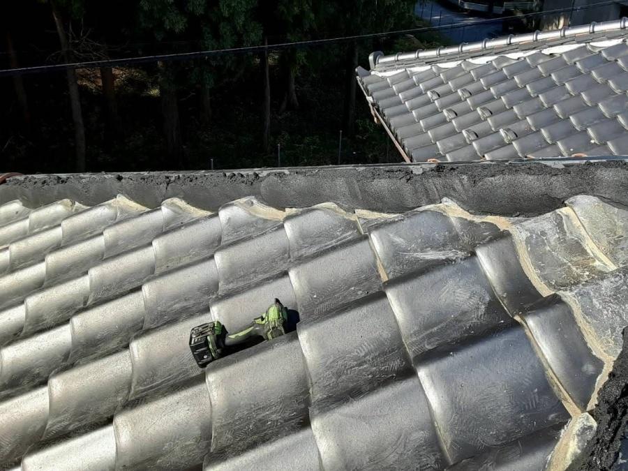 七寸丸一本伏せの土台を形成した水戸市の瓦屋根