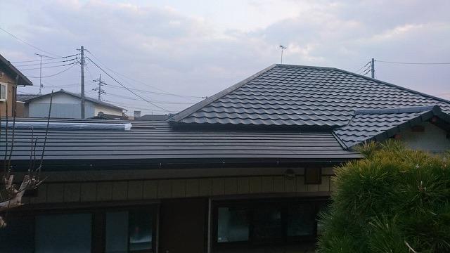 石岡市で母屋を軽量瓦ルーガに葺き替え離れをガルバリウム鋼板でカバーした現場
