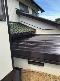 水戸市の小屋屋根のへこんだ折板屋根