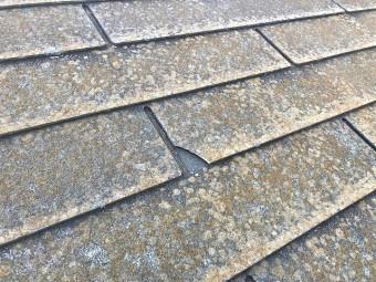 屋根塗装工事が必要なスレート屋根の破損部分