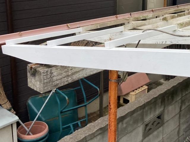 継ぎ木交換して補修した西側木製テラス枠