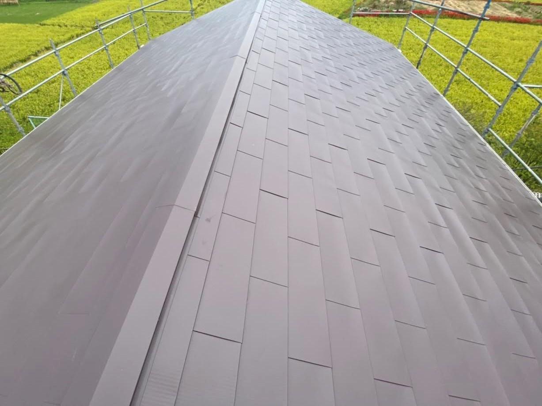 ガルバリウム鋼板でのカバー工法を行った切妻屋根