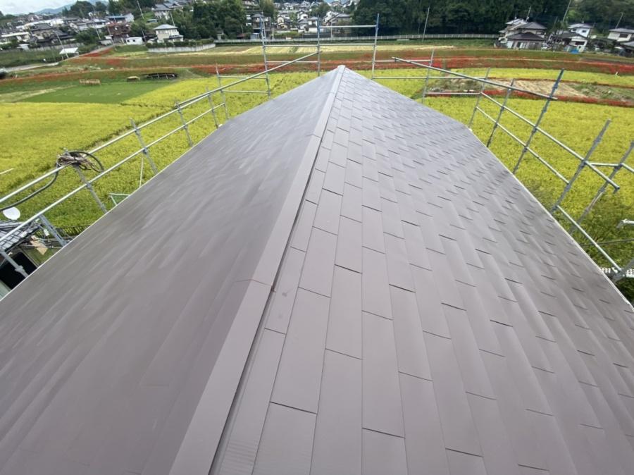 カバー工事が完了した切り妻屋根