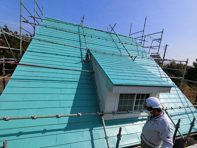屋根カバー工法で見違える様になったドーマー付き急勾配屋根